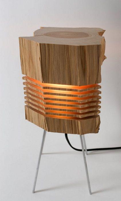 Деревянная напольная лампа, которая станет находкой для интерьера.
