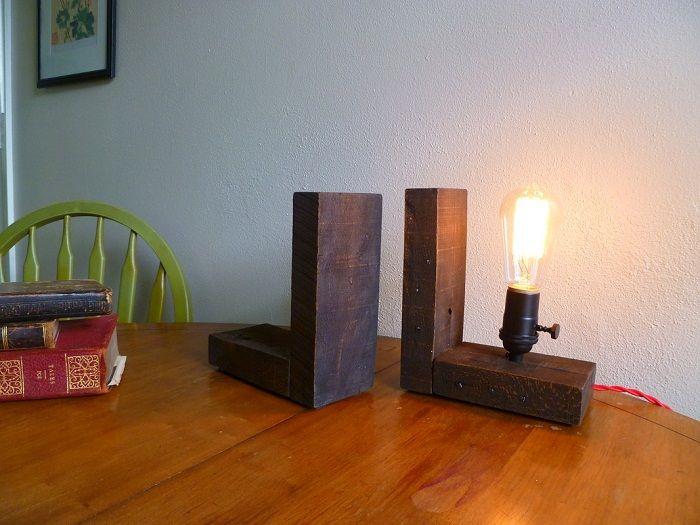 Опция за декориране на интериора с дървени лампи за маса.
