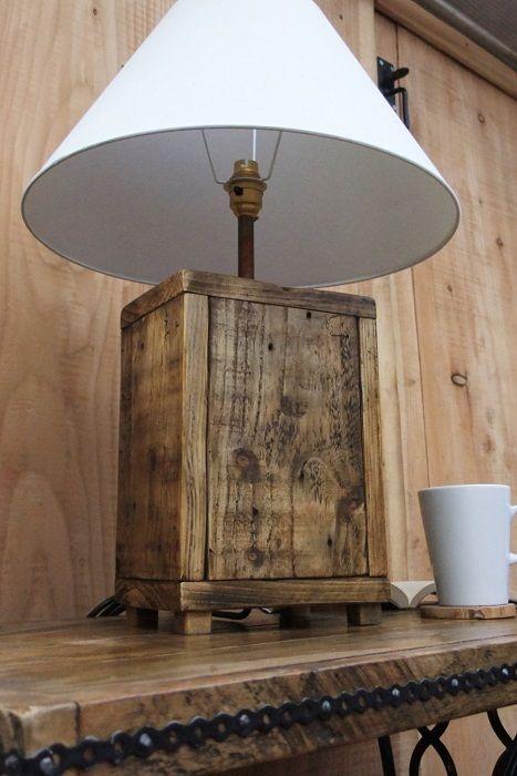 Приятна лампа за маса, която бързо и лесно ще трансформира интериора на стаята.