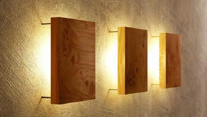 Възможно е да се създаде отлично осветление, като се използват дървени стенни лампи.