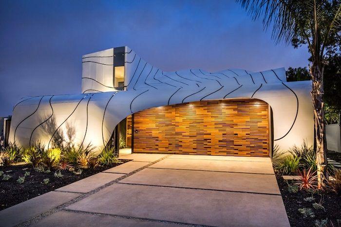 Wave House - частный особняк с эффектным волнообразным фасадом.