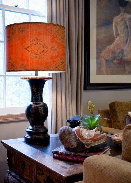 Красивая лампа как акцентная деталь интерьера
