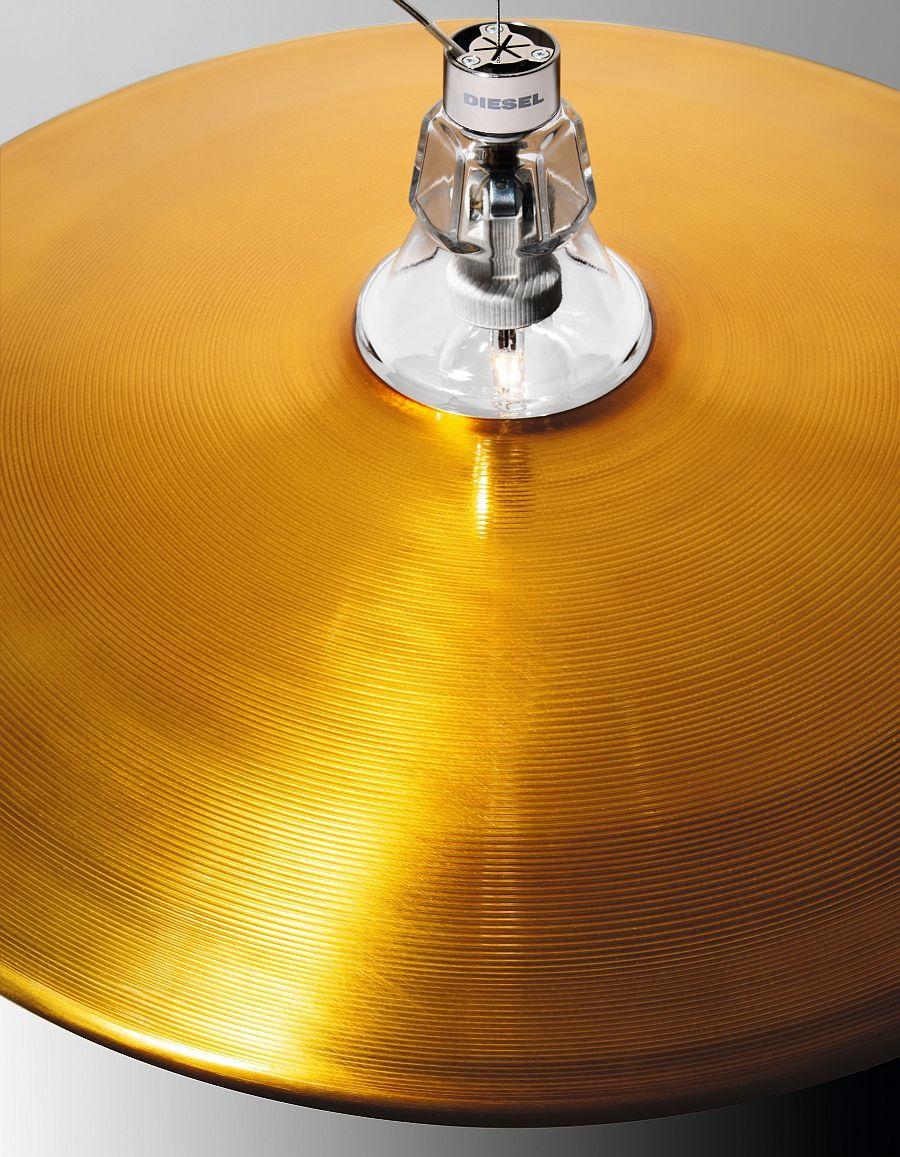 Алюминиевая поверхность светильника Crash & Bell от Foscarini