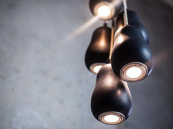 Подвесной светильник из дерева окрашенный в черный цвет
