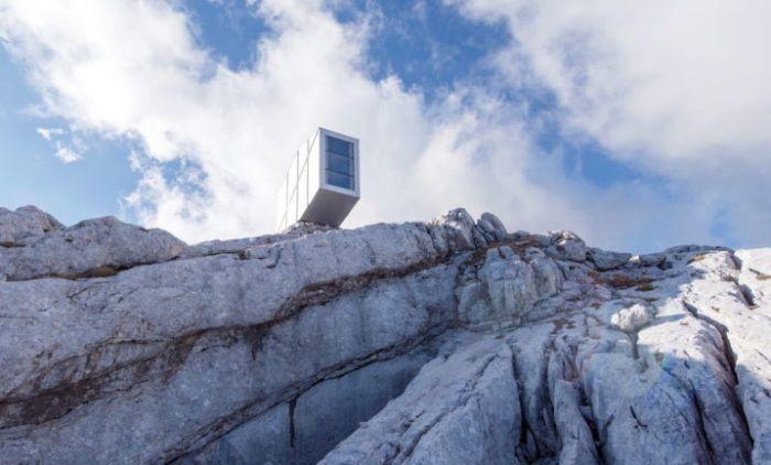 Нощувка на върха на планина в Юлианските Алпи.