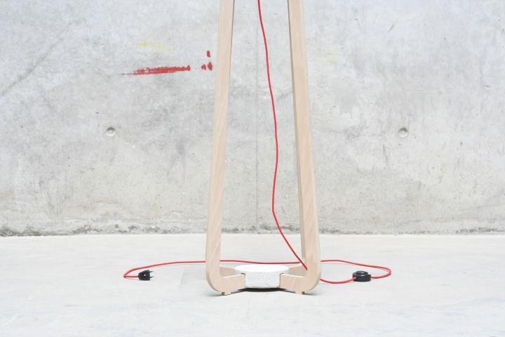 Креативная напольная лампа & вешалка от GuillermoAlcayna