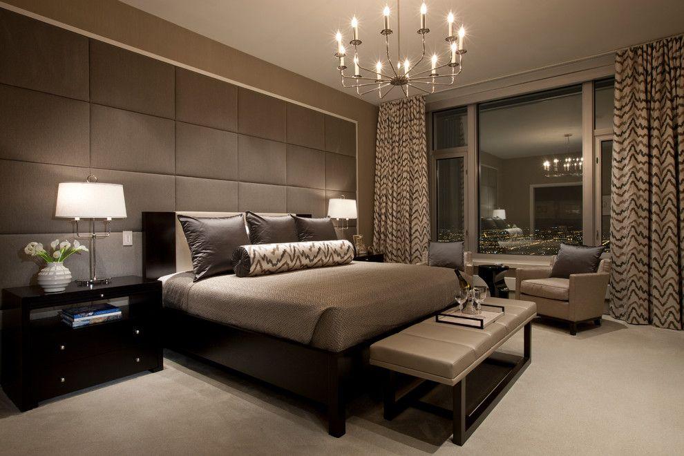 Замечательная подвесная люстра в интерьере спальни от Michael Abrams Limited