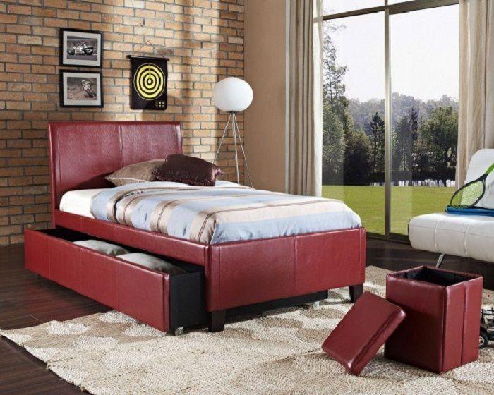 Kiváló belső kialakítás a hálószobában, aranyos és eredeti helytakarékos megoldásoknak köszönhetően.