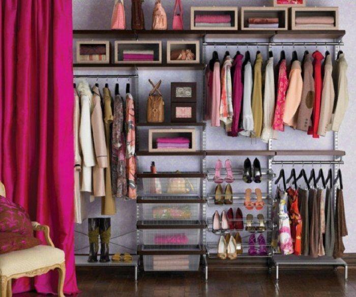 Niestandardowe, ale bardzo udane rozwiązanie do przekształcenia przestrzeni garderoby.