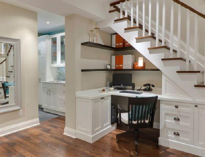 Ciekawe rozwiązanie do dekoracji przestrzeni pod schodami, które będzie dobrze i bardzo ciekawie wyglądać.