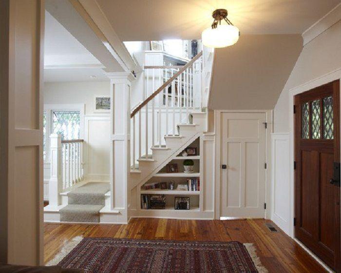 Po prostu fajne rozwiązanie do dekoracji przestrzeni pod schodami, które wygląda bardzo ciekawie i praktycznie.