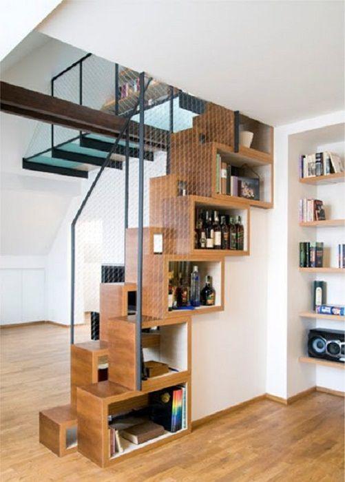 Ez egy jó lehetőség, hogy extra helyet hozzon létre a lépcső alatti polcok formájában, ami minden bizonnyal tetszik.