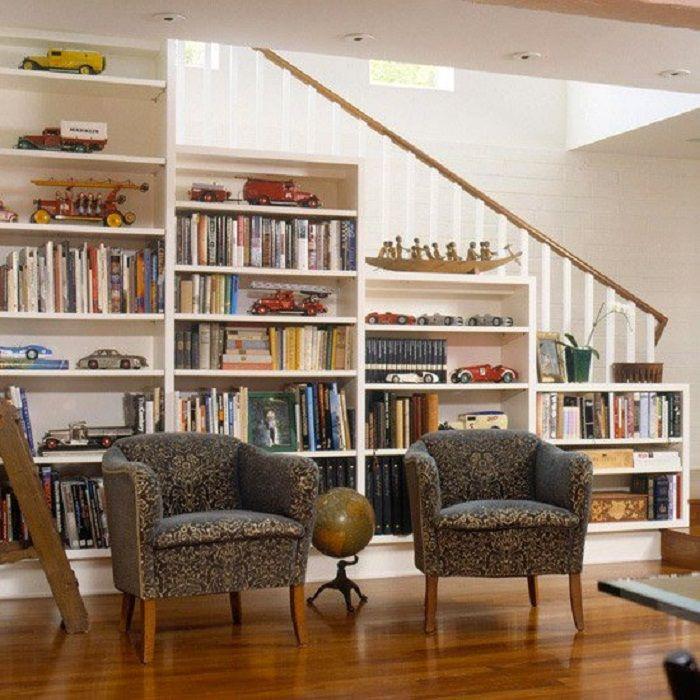 Csak egy hűvös megoldás a lépcső alatti terek díszítésére lett egy sikeres szekrény.