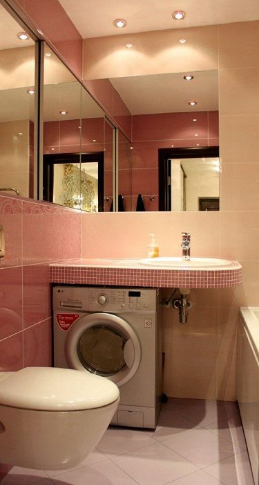 Kiváló belső tere egy kis fürdőszobának, amely egyszerűen az egyik legjobb dekorációs megoldás.