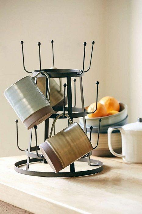 A konyhában hasznos hely megtakarítása nagyon jó és helyes lehetőség - ez nem csak a hely optimalizálását szolgálja, hanem meghitt hangulatot teremt.