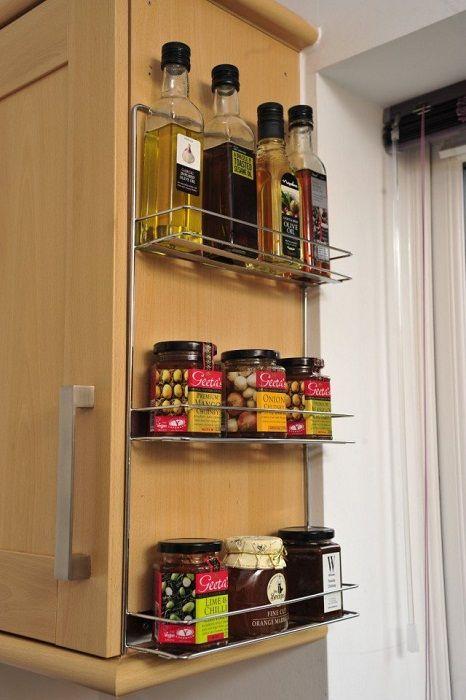 A szekrény kiegészítése lehet olyan praktikus és nagyon eredeti polc, amely tetszeni fog és kiváló légkört teremt.