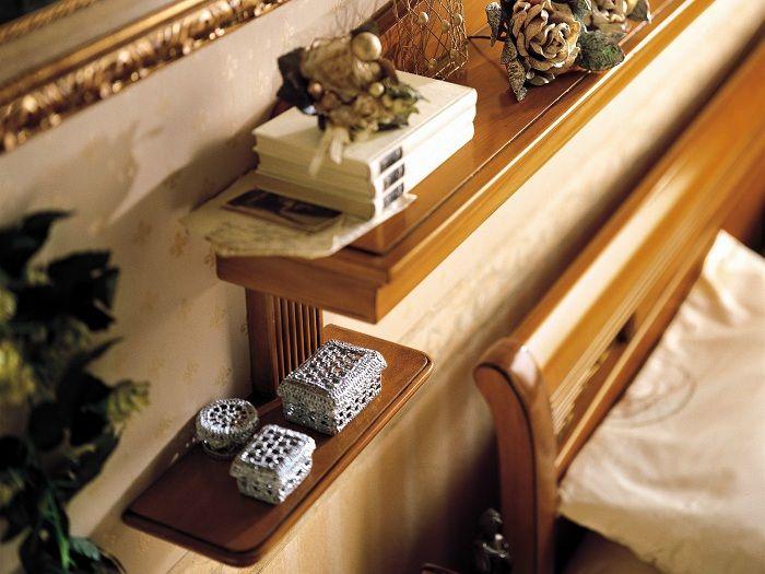 En original og kul trehylle, som bare vil være en gave til å forbedre interiøret på soverommet.