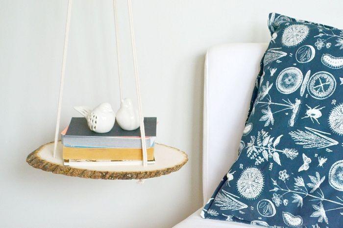 Et fint og flott alternativ å dekorere en nattplass ved hjelp av en interessant hylle.