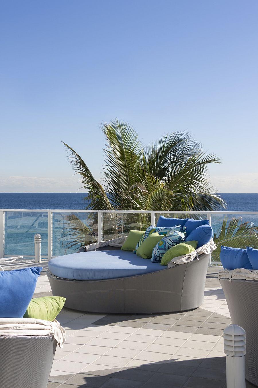 Прекрасни дивани на терасата