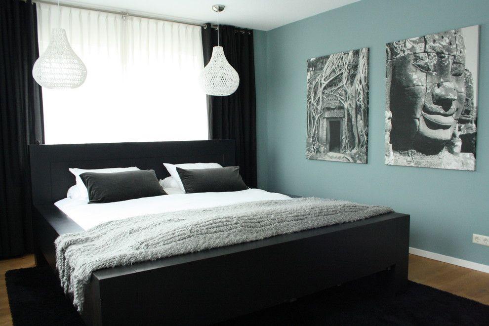 Белоснежный подвесной светильник в интерьере спальни от Holly Marder
