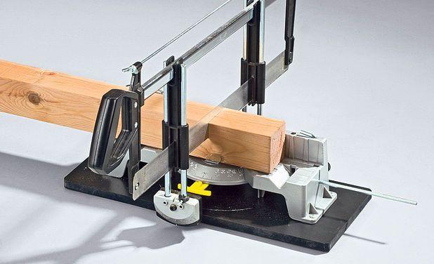 Процесът на рязане на щанга на електрически трион