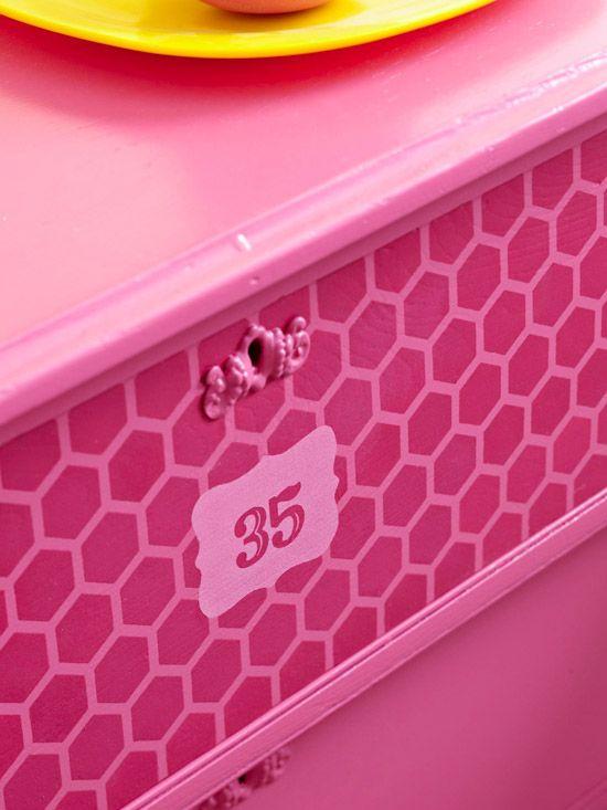 Яркая спальня в деталях