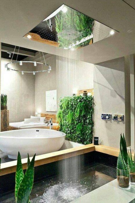 Интересный и очень крутой интерьер в ванной комнате создан благодаря обустройству её живыми цветами, что создают особенную атмосферу.