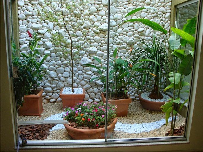 Одно из наилучших решений, это возможность создать просто крутой интерьер с помощью мини-сада за стеклом.