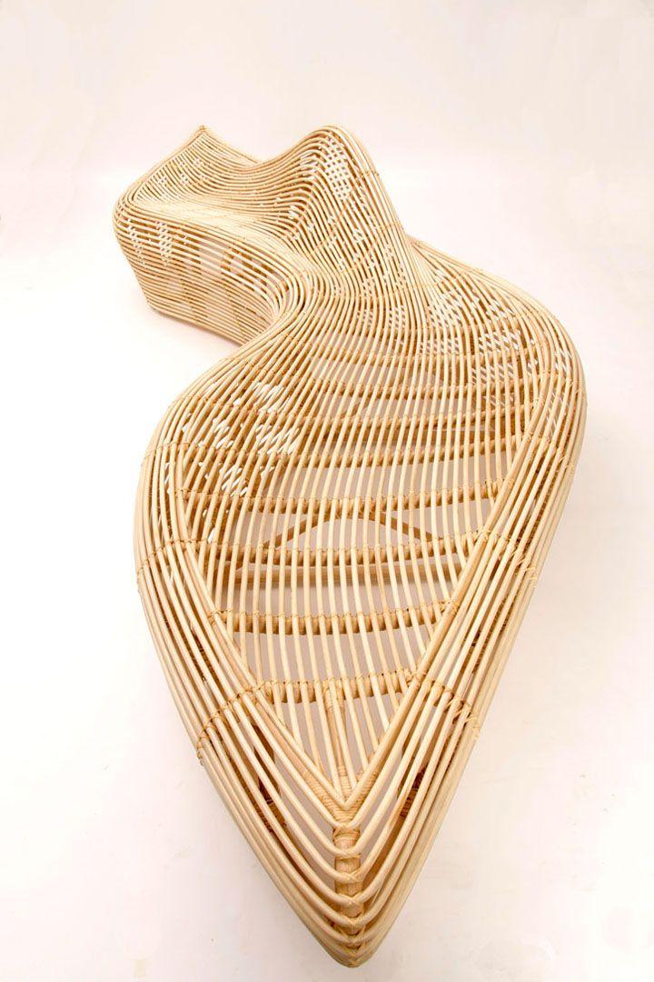 Зашеметяваща ратанова пейка - страничен изглед