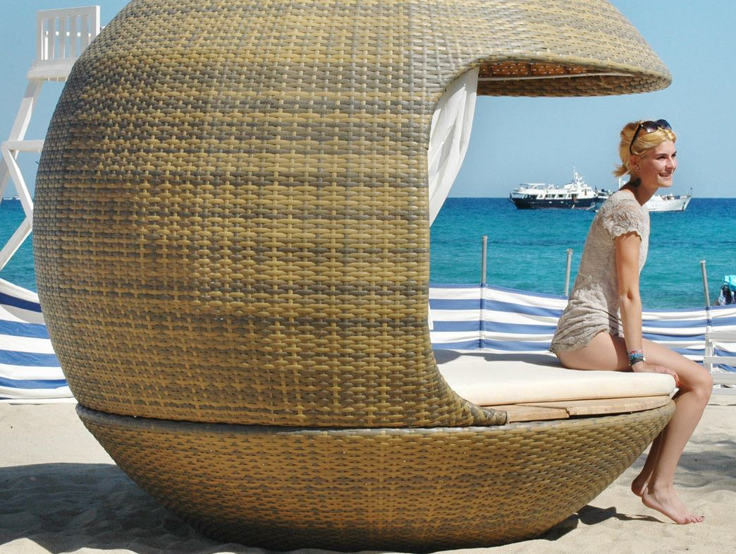 Красивый домик на пляже