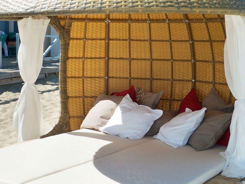 Сногсшибательный домик для пляжа с чудными подушками
