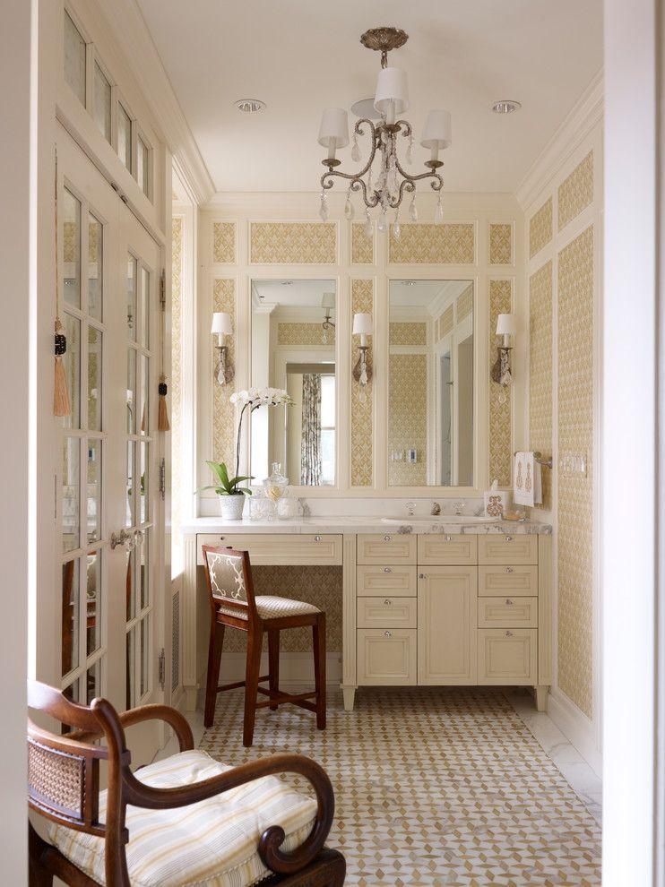 Первокласная люстра в интерьере ванной комнаты