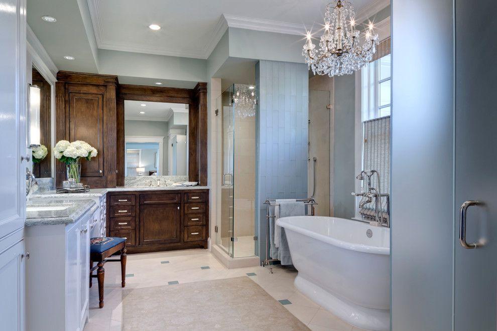 Божественная люстра в интерьере ванной комнаты