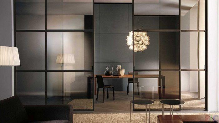Красива и стилна трансформация на пространството се създава благодарение на доста прозрачен дял, който ще впечатли.