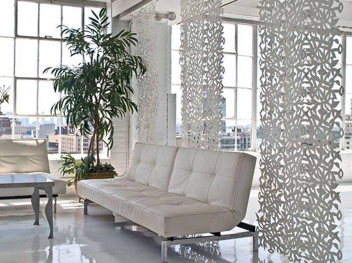 Доста пример за успешна декорация на стая с помощта на оригинални прегради.