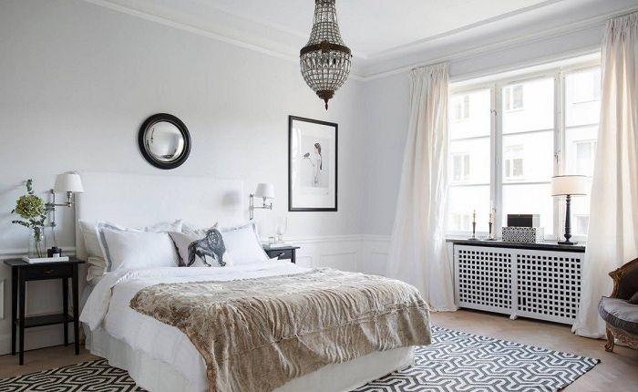 Позитивное настроение в комнате создано благодаря легким и воздушным нежно-кремовым шторам.