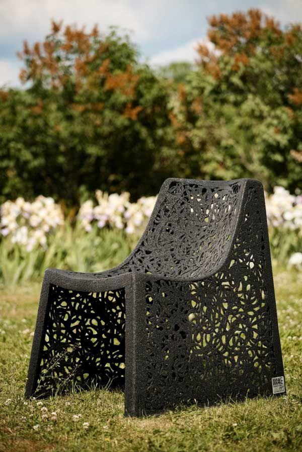 Прекрасное кресло из базальта
