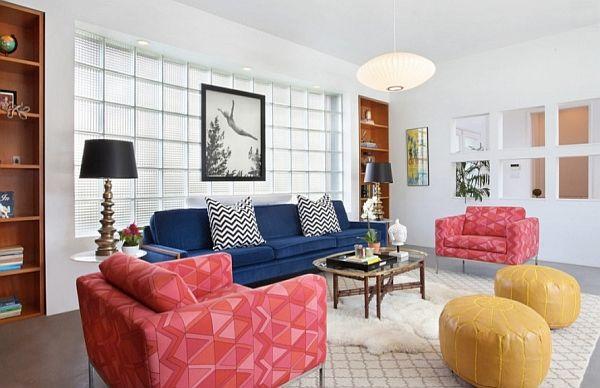 Stue med lyse sofaer