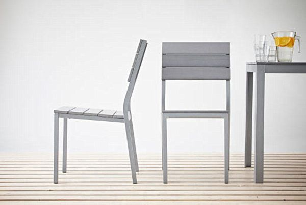 Современные кресла и стол