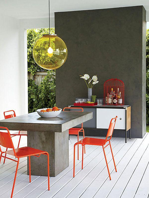 Каменный стол, креативные стулья, светильник, тумба с элементами интерьера