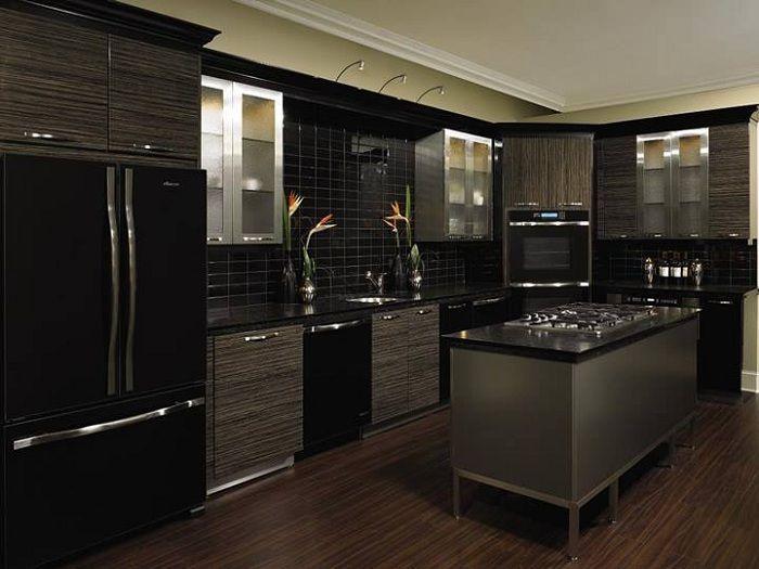 Един от най-добрите варианти за декориране на кухня в черно, която изглежда изтънчена.