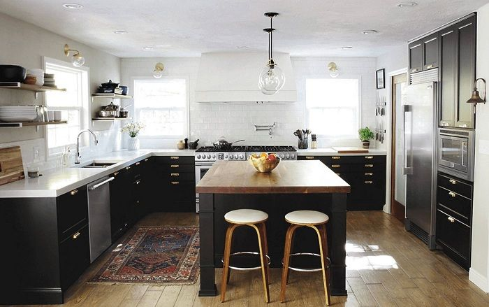 Une excellente solution pour décorer l'intérieur de la cuisine dans des couleurs sombres, ce qui ne sera qu'une excellente trouvaille.
