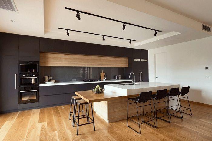Une option étonnante pour décorer une cuisine en noir, qui deviendra simplement un point culminant de n'importe quel appartement ou maison.