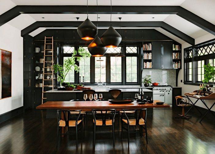 L'une des méthodes pour transformer rapidement et très originale la cuisine consiste à la peindre dans la palette de couleurs souhaitée.