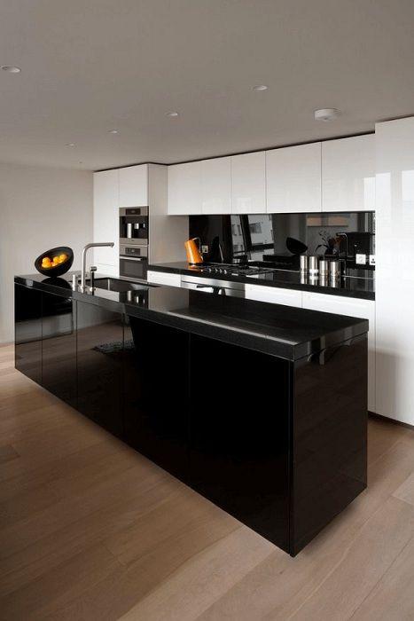Style scandinave inoubliable dans la conception de la cuisine en noir, qui deviendra simplement une fabuleuse décoration de la maison.