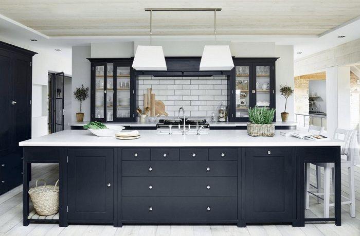 Много нестандартно решение за декориране на кухнята в черно и бяло, което ще бъде просто богиня.
