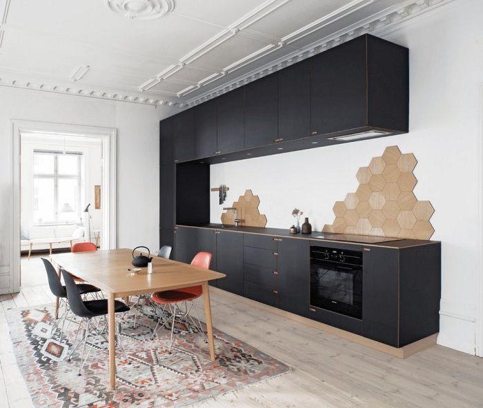 Une solution cool et simplement excellente pour décorer une cuisine dans un style scandinave, qui plaira à coup sûr et créera un confort supplémentaire.