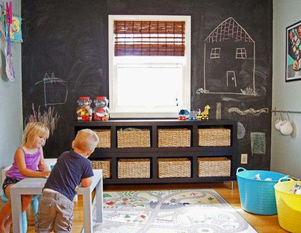 Дъска в детската стая: плоча от шисти, мольберт и маркерно покритие