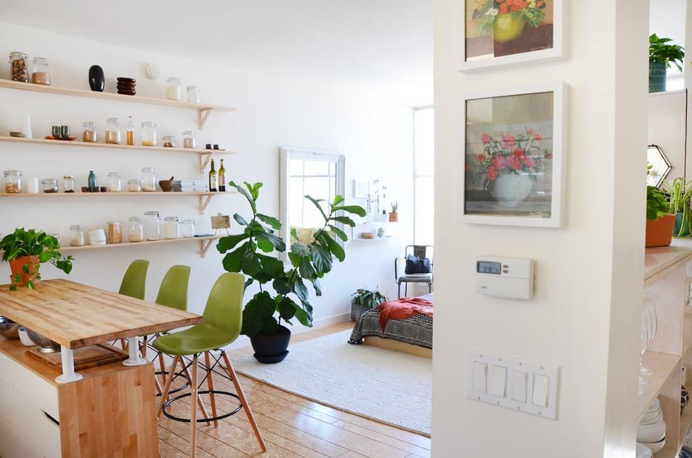 Loftmøbler: lysegrønne barkrakker