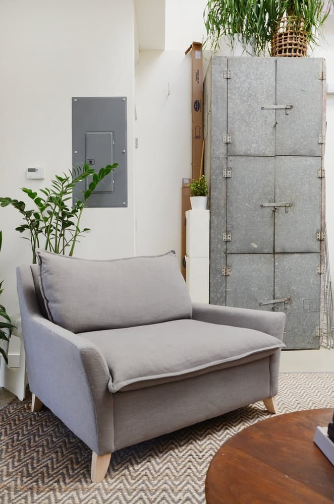 Тавански мебели: метален шкаф